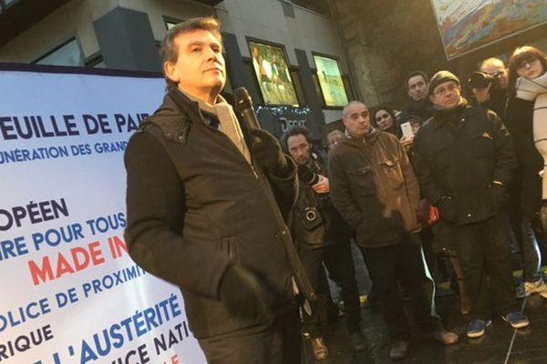 "Arnaud Montebour en ""stand-up"" à Lille."