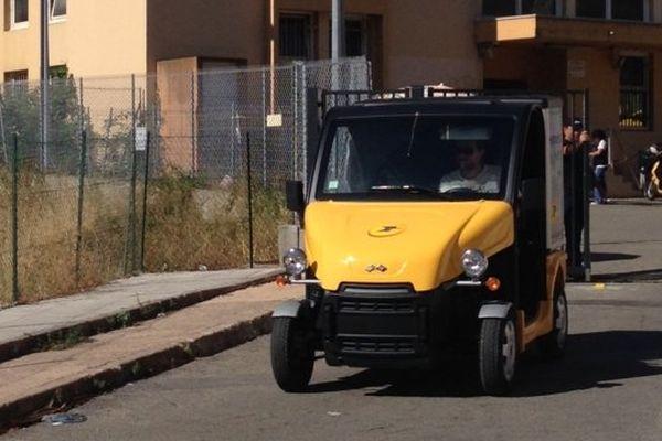 18/07/14 - Reprise de la distribution partielle du courrier au centre de tri du Vittulo (Corse-du-Sud)