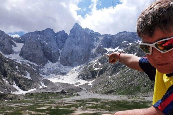 Le Vignemale culmine à 3298 mètres d'altitude