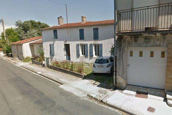 La maison dont le rez-de-chaussée a été ravagé par les flammes ce samedi (illustration avant l'incendie), non-loin du centre-ville de Lesparre.