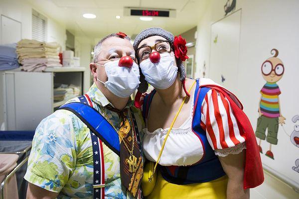 D'ordinaire, les clowns du Rire Médecin interviennent en duo auprès des enfants hospitalisés.