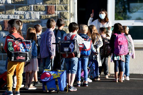 Le directeur académique de la Creuse a promis le recrutement d'une équipe de remplaçants pour permettre de rouvrir les classes de primaire sans professeurs