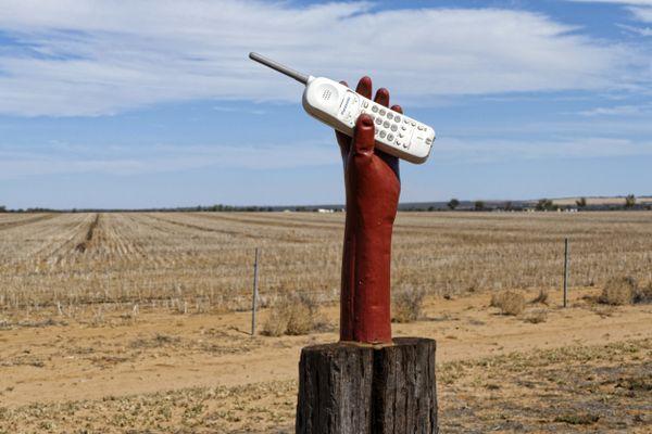 Les élus de Drôme et d'Ardèche demandent au Premier ministre de garantir l'accès à la téléphonie en zone rurale.