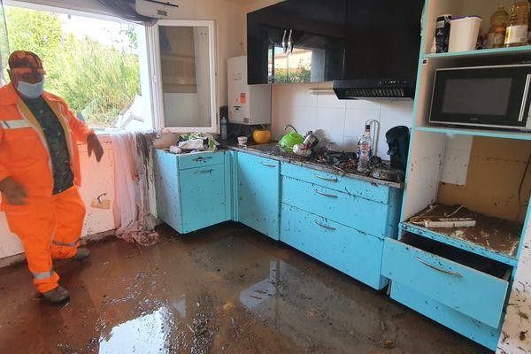 L'eau a dépassé 1 mètre de hauteur dans cette maison.