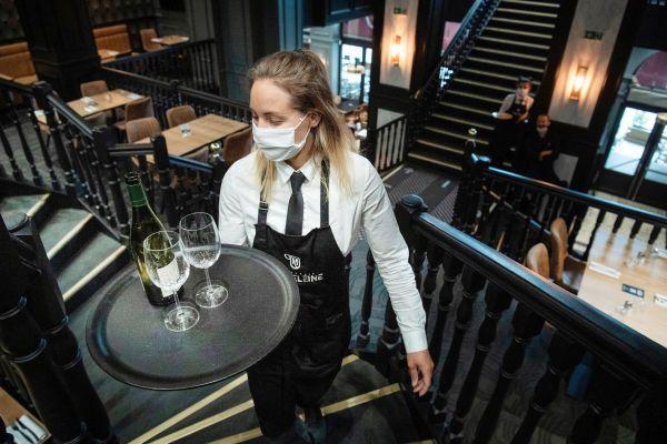 """Sur la plateforme """"Un jeune, une solution"""", de nombreuses offres concernent le secteur de l'hôtellerie et de la restauration."""