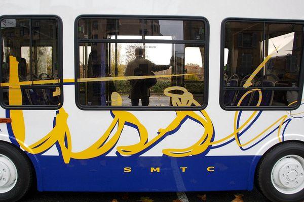 Les quatre organisations syndicales craignent la privatisation de certaines lignes de bus.