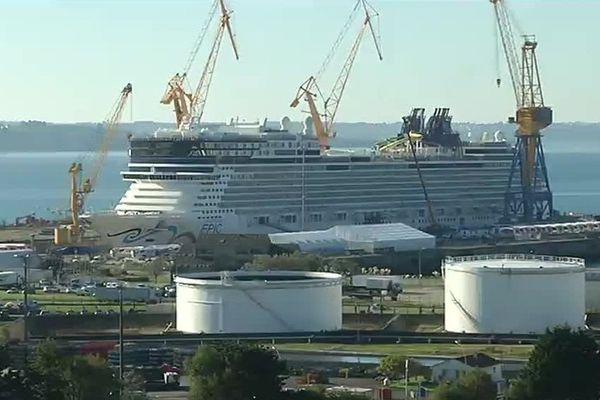Le paquebot Norvegian Epic en travaux d'entretien à Brest