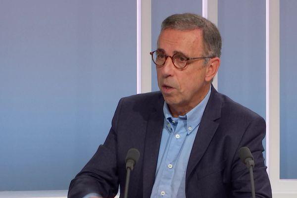 Pierre Hurmic, maire de Bordeaux, sur le plateau de France 3 Aquitaine.
