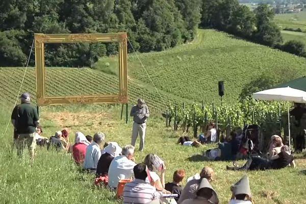 Les balades dans le vignoble de Saint Émilion sont l'occasion de philosopher hors les murs...