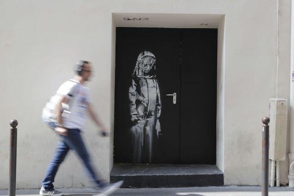 L'œuvre attribuée à Banksy, peinte à l'arrière du Bataclan après l'attentat terroriste de novembre 2015, a été volée.