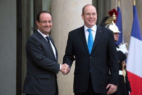 """Le prince Albert II de Monaco et le président français François Hollande se sont """"longuement"""" entretenus vendredi à l'Elysée."""