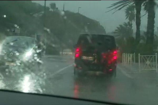 20/12/2019. Vingt-trois départements sont placés en vigilance orange pour des pluies-inondations ou vents violents