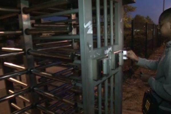 Les ouvriers de l'usine PSA d'Aulnay ont repris mardi le chemin de l'usine