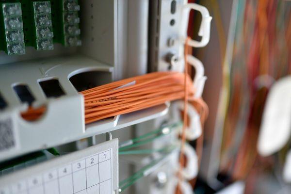 En Auvergne, la fibre sera déployée en Auvergne fin 2022 au lieu de fin 2025.