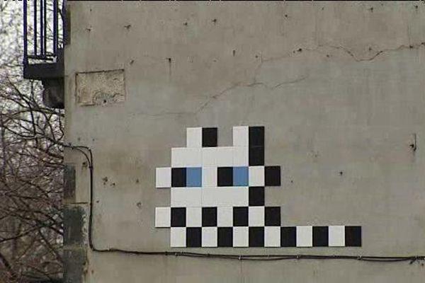 """Ils sont éparpillés sur les murs de la ville de Clermont-Ferrand, une trentaine de """"Space Invader"""" que la mairie de Clermont-Ferrand souhaite bien conserver."""