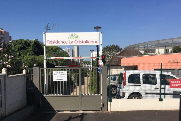 A Créteil, les 93 résidents n'avaient pas pu recevoir de visite depuis six semaines.