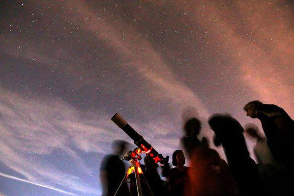 Chaque année, la Terre traverse les Perséides un essaim de météores constitué des débris d'une ancienne planète.