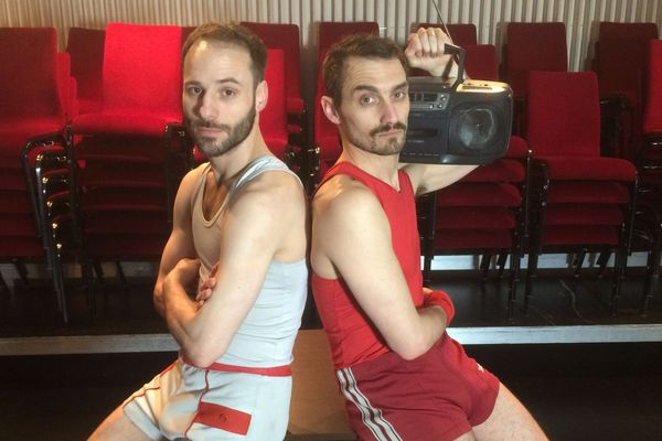 Le duo Poyo Rojo, au théâtre Antoine.