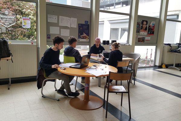 Dimanche 13 mai, des étudiants occupaient la fac de lettres de Limoges et.. révisaient pour les partiels.
