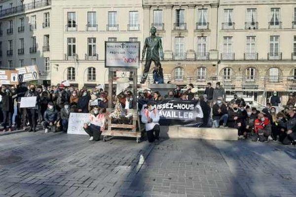 Restaurateurs, cafetiers, patrons de discothèques ont manifesté le lundi 30 novembre 2020 à Nantes