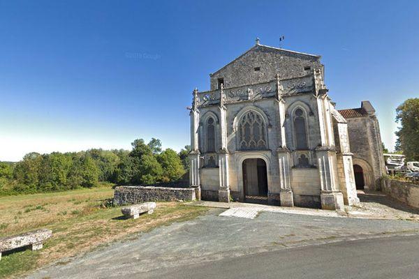 Église de Port d'Envaux en Charente-Maritime, image d'illustration.