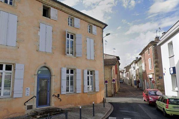 C'est dans cette rue de Langon que l'incendie s'est déclaré dans un appartement.