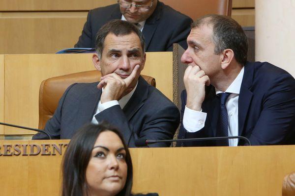 Gilles Simeoni (gauche) et Jean-Christophe Angelini (droite) en séance à l'Assemblée de Corse en 2017.