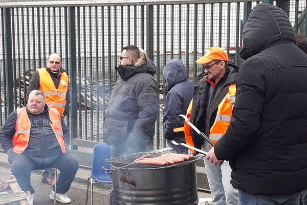 Piquet de grève sur le site industriel Veolia de traitement des déchets à Ludres (Meurthe-et-Moselle), vendredi 8 février 2019.