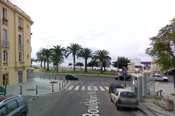 L'accident s'est produit vers 21 heures à l'angle des boulevards Madame Mère et Albert 1er.