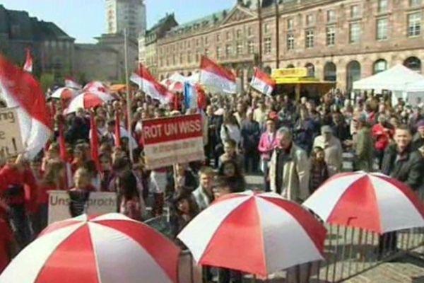 Manifestation des défenseurs du bilinguisme en 2012