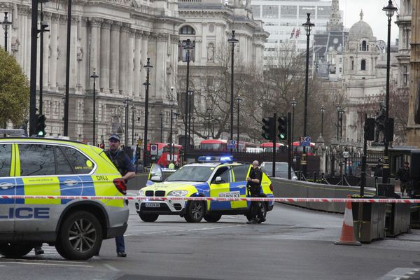 Le quartier londonien de Westminster bouclé par la police.