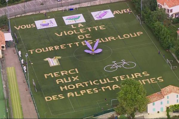 Tourrettes-sur-Loup fait sa pub pour le passage du Tour de France.