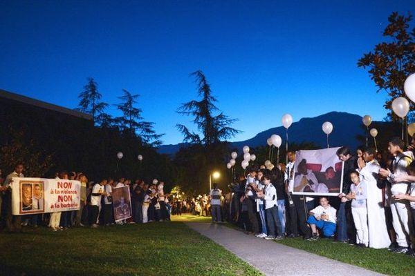 Après la mort de Kevin et Sofiane, tout un quartier se rassemble pour leur rendre hommage.