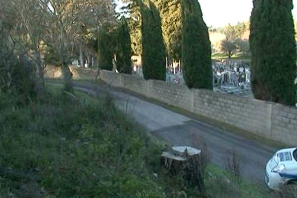 Nîmes - le chemin du quartier de Courbessac où la joggeuse a été agressée et tuée jeudi vers 17h - 25 janvier 2013.