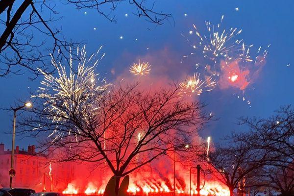 De nouveaux feux d'artifices sauvages à Lyon - Une photo prise par un twittos