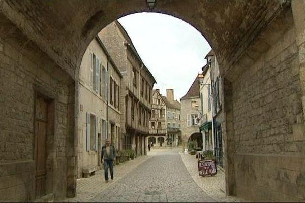 Noyers-sur-Serein dans l'Yonne