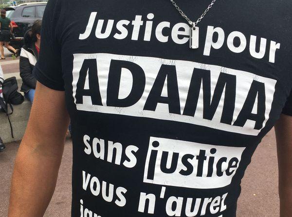"""Comme à Saint-Nazaire, Le Mans ou encore La Roche-sur-Yon la manifestation nantaise répond à l'appel national lancé par le comité """"Vérité et Justice"""" pour Adama Traoré."""