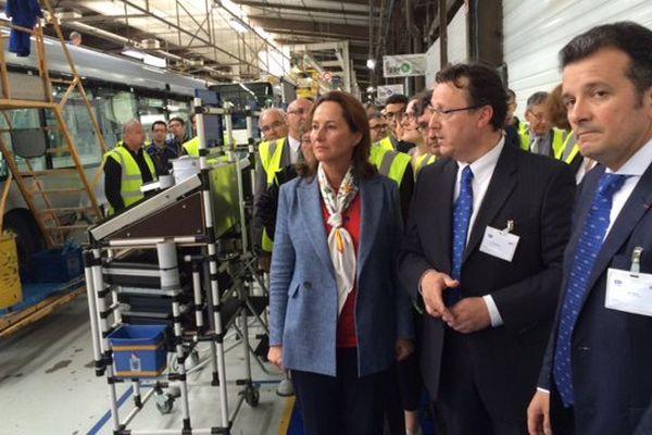 Ségolène Royal, ministre de l'Ecologie et du Développement durable, en visite chez Heuliez Bus dans les Deux-Sèvres le 17 juin 2016.