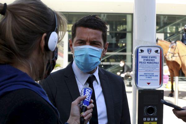 """""""Le gouvernement semble ne pas trouver de nom à ce nouveau confinement"""" selon le maire de Cannes."""