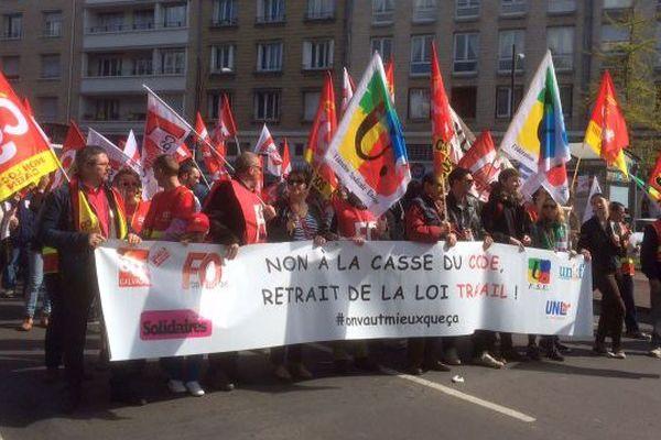 A Caen, les syndicats ont compté 3500 manifestants, 850 estime la Préfecture du Calvados.