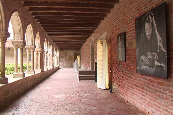 Exposition des grands formats du photographe toulousain, Jean Dieuzaide, à l'Abbaye de Flaran dans le Gers.