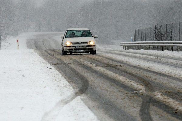 Chutes de neige importantes en cours en Aveyron.