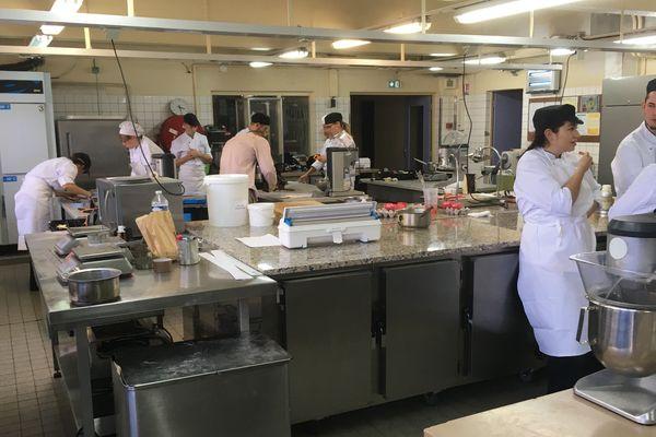Les équipes du CEPAL de Laxou avant le début de fabrication