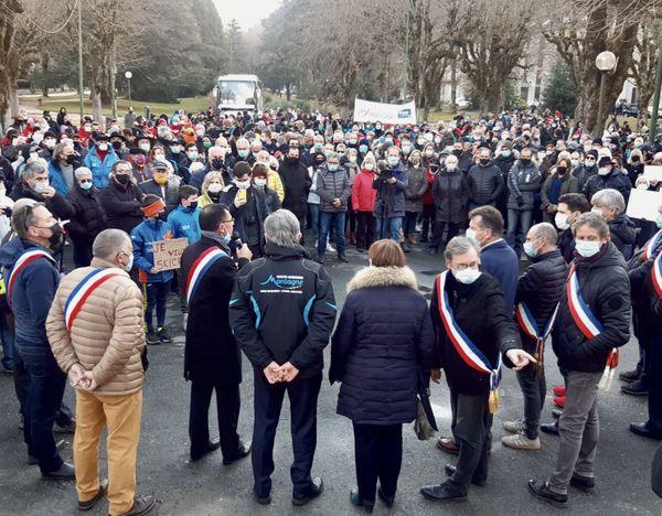 Rassemblement de protestation à Bagnères-de-Luchon, 4 décembre 2020