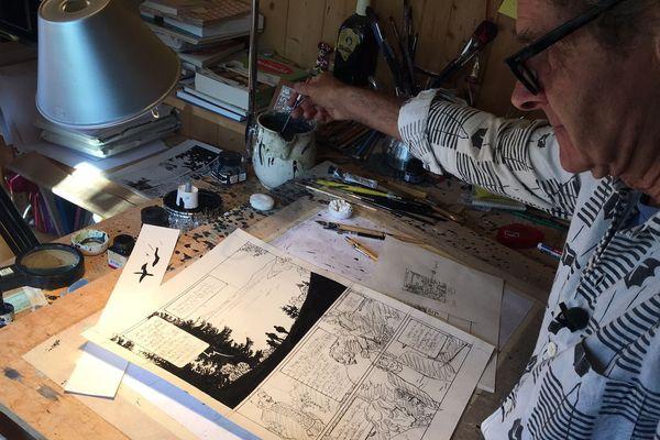 Cosey dans son atelier.