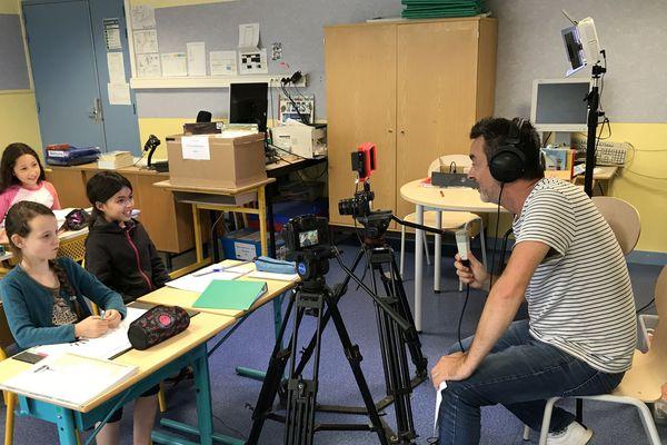 Anthony Marsais en tournage avec les enfants de l'école Grégoire Bordillon à Angers