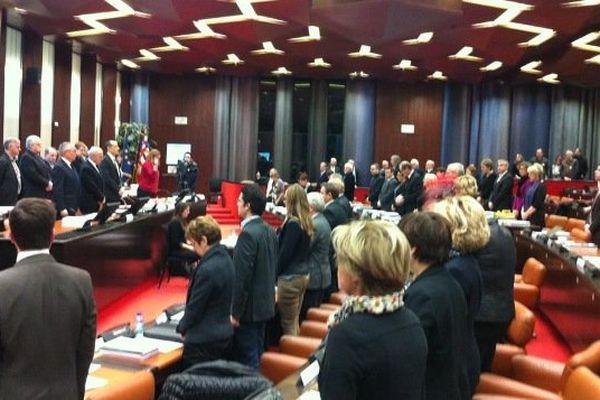 Les conseillers régionaux de Bourgogne ont fait une minute de silence en ouverture de la session du lundi 12 et mardi 13 janvier 2015.