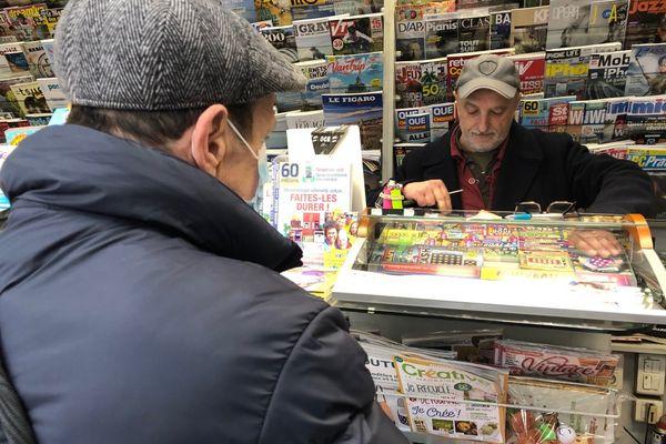 Laurent Rossé tient le kiosque à journaux de la Préfecture à Marseille depuis huit ans.