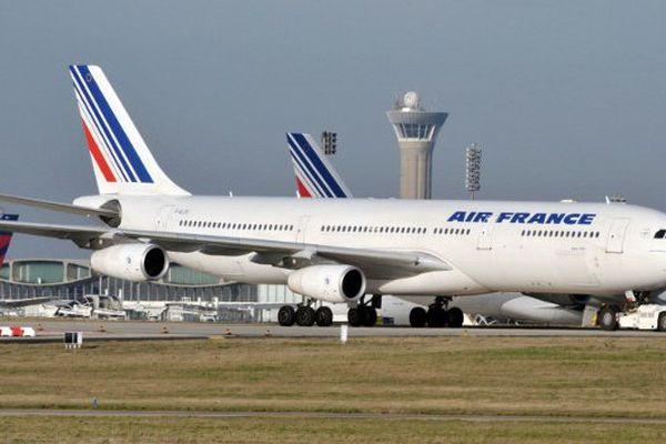 Le mouvement est suivi par une partie des contrôleurs aériens, ce qui a provoqué l'annulation de 20% des vols à Orly. Les vols à Paris-Charles-de-Gaulle ne sont pas perturbés par la grève.