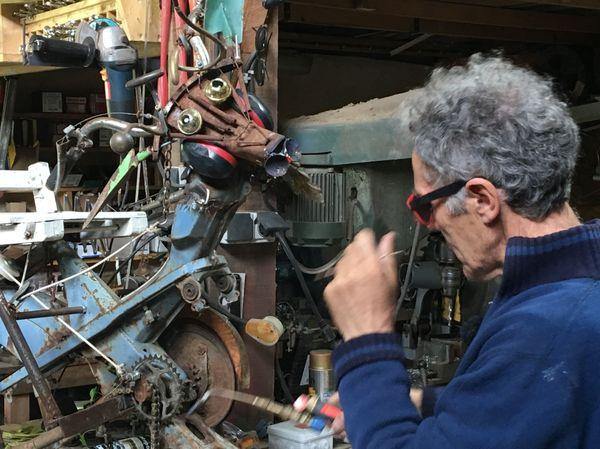 Robert Coudray dans son atelier